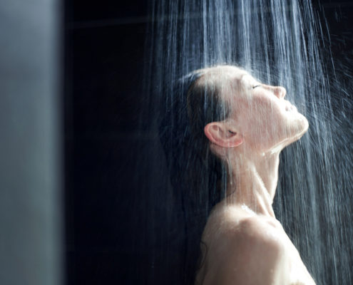 Banho frio X banho quente: os benefícios de cada um